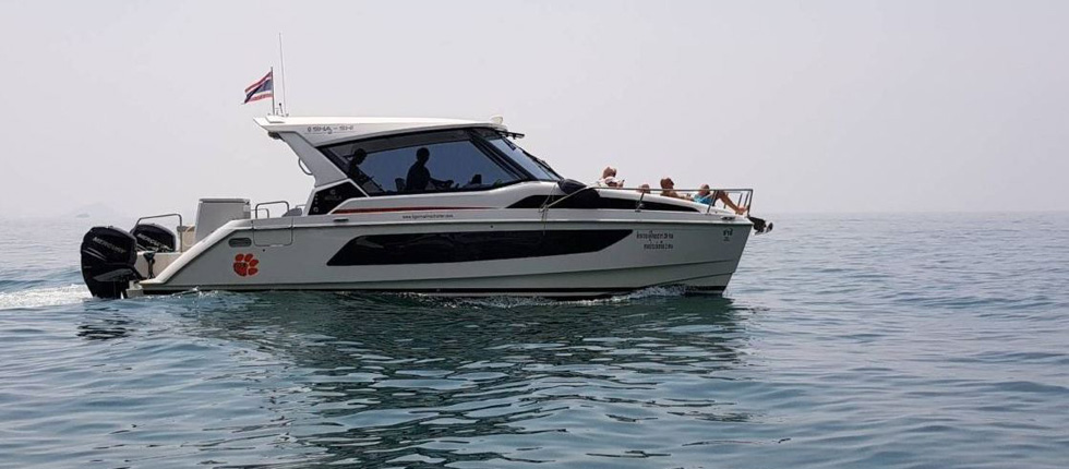 Rent private Speedboat Power Catamaran Phuket